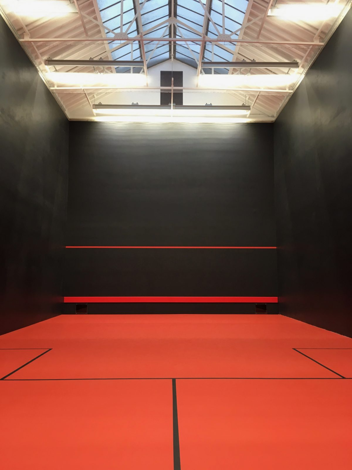A rackets curt in London designed by Marcus Beale Architects